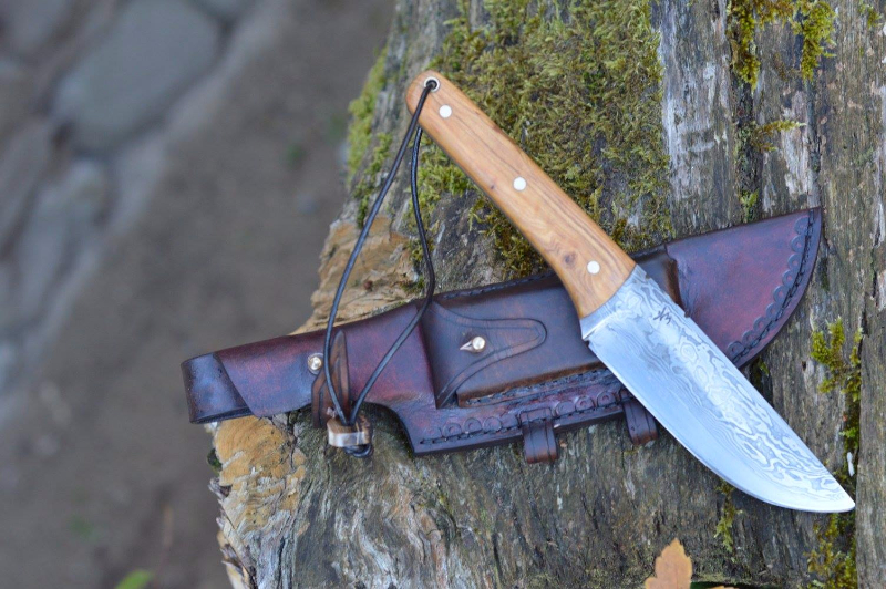 grand-couteau-damas-bushcraft